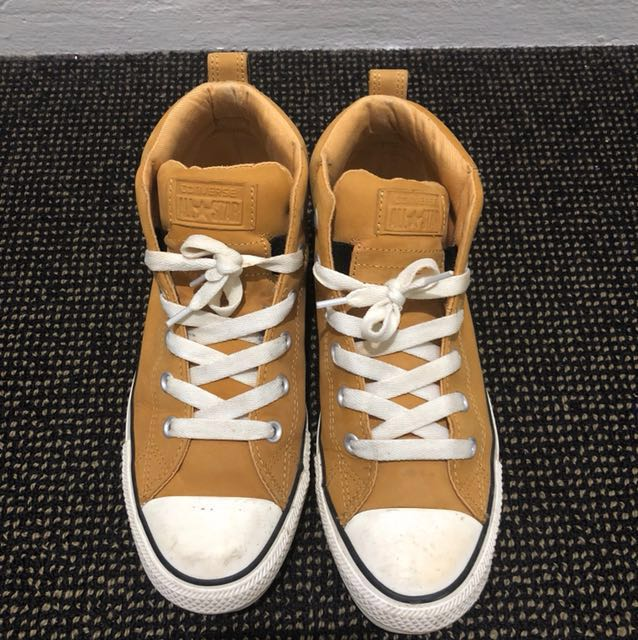 Chuck Taylor All Star Street Mid Top Leather Sneaker Size UK 7