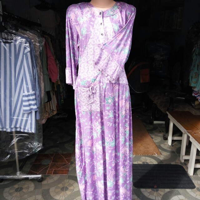 Daster warna ungu