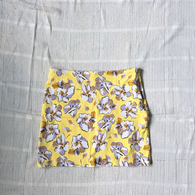 Floral skirt (pencit cut)