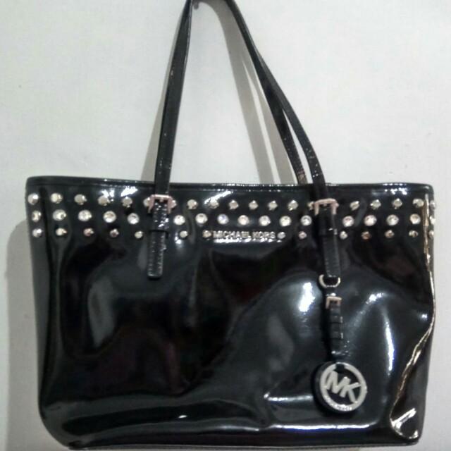 de1b64de410f24 Jual cepat, Michael kors small jet set, Women's Fashion, Women's Bags & Wallets  on Carousell