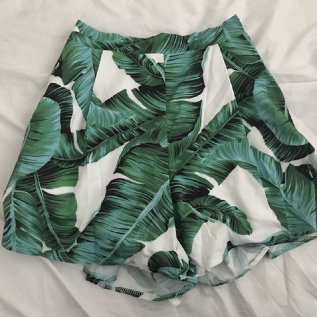 Leaves shorts