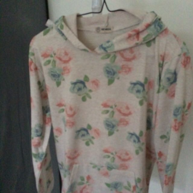 Nevada hoodie flowers fit to L