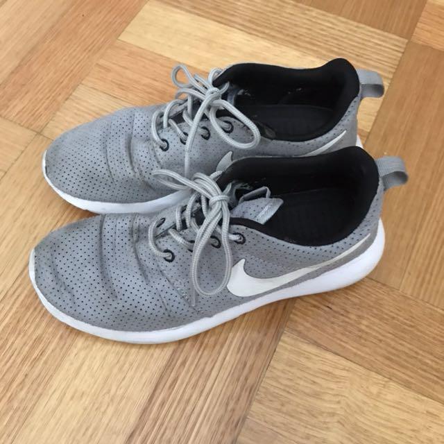 Nike Roshe grey