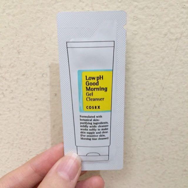Sample COSRX Low pH Good Morning Gel Cleanser