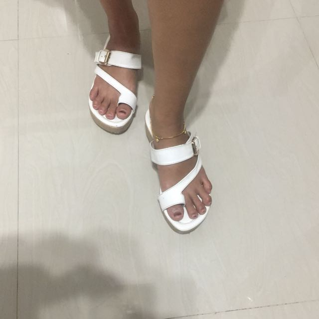 Sendal white