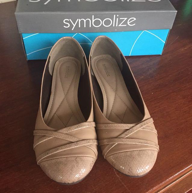 Sepatu cream symbolize
