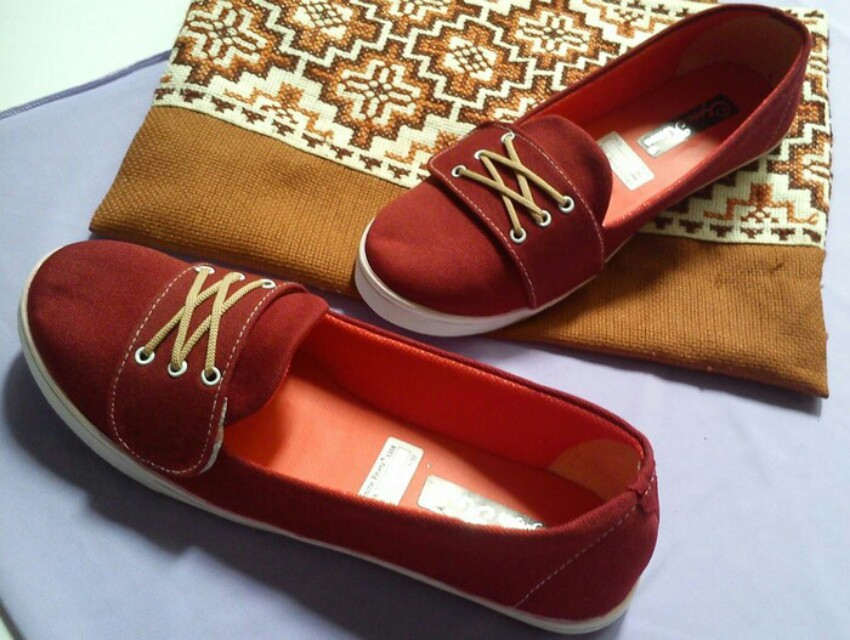 Sepatu Flatshoes Tali Cantik Merah Marun Fesyen Wanita Sepatu Di Carousell