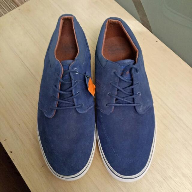 Sepatu PullnBear