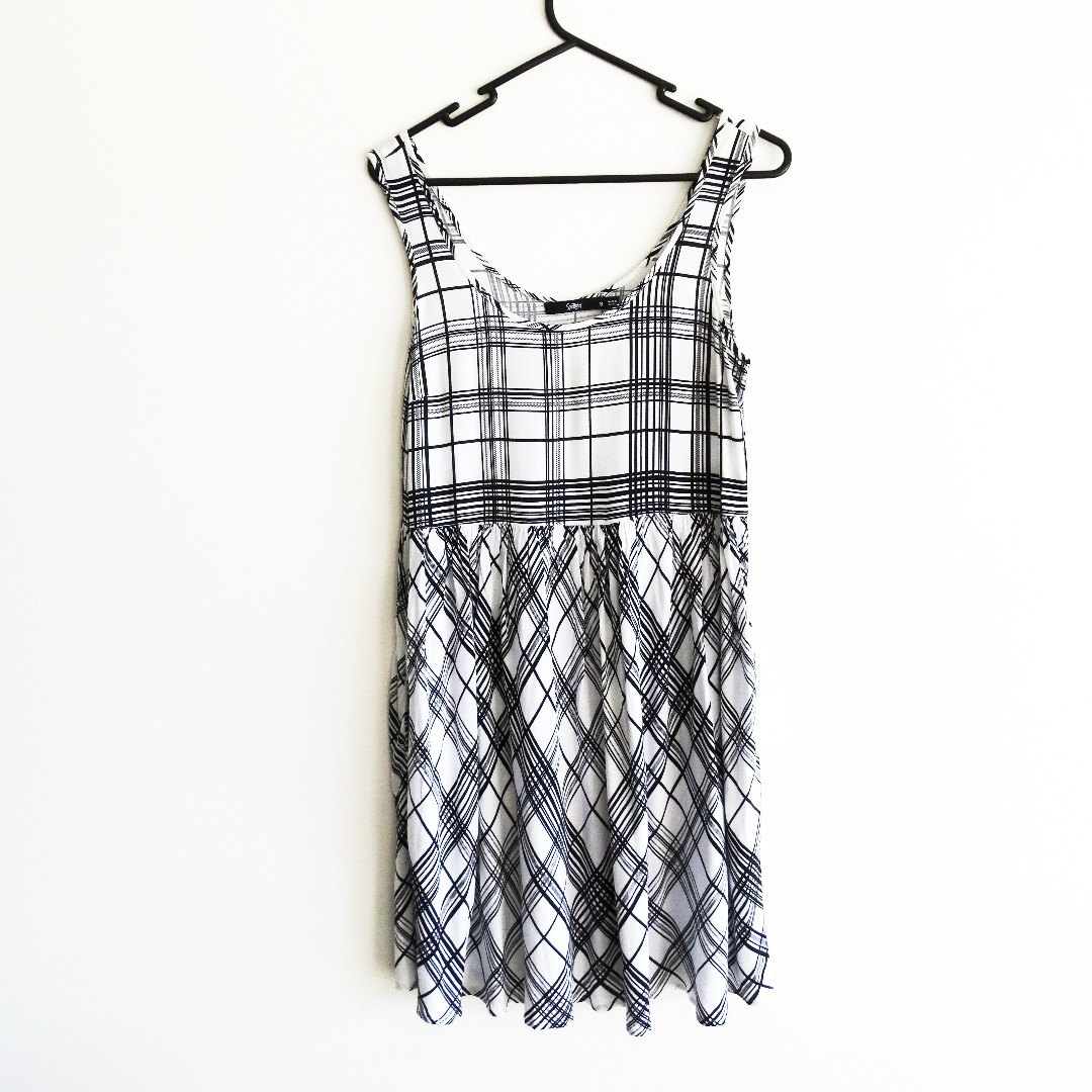 Sportsgirl Size 8 White and Black Grid Loose Dress
