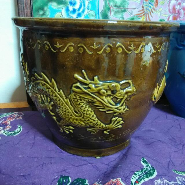 Embossed Twin Dragon Pot