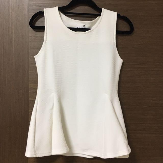 3112f64df0904e White sleeveless peplum top
