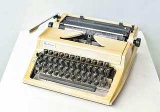 Optima Typewriter (Made in German Democratic Republic)