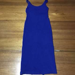 Bodyhugging Dress with slit at the back