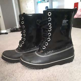 Sorel Patent Leather Winter Boots Size 8