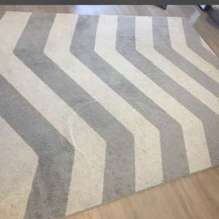 Area rug. 5x7