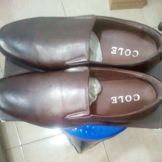 Yuk sepatu pantofelnya Gan...