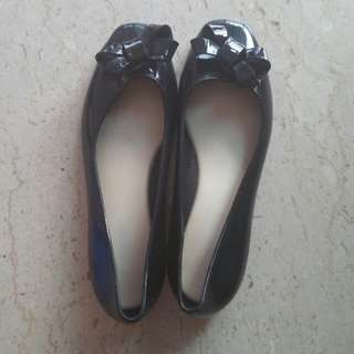 Size 39 black jelly flat shoes with bow