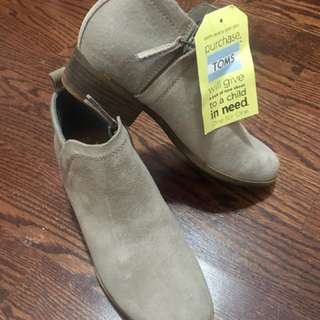 Bnwt Toms shoes size 7.5