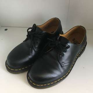 99% NEW DR MARTENS BLACK LEATHER FLAT SHOES
