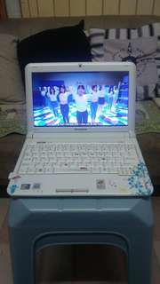 Lenovo 10.1 inch mini laptop (very new and good condition)