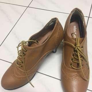 咖啡色踝靴✨