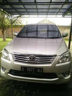 Toyota Innova luxury G AT 2012