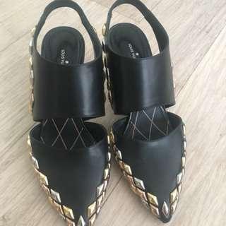 Louis Vuitton Pumps size 35.5 fit 36. 💯 authentic