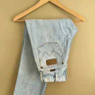 Wrangler Mom Jeans (Highwaist)