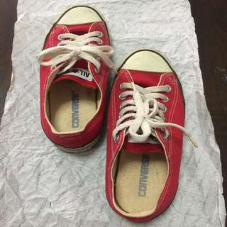 116. Converse All Stars Red