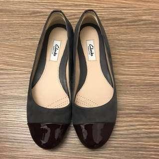 Clarks麂皮紫色平底鞋