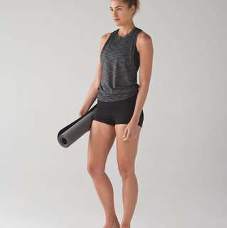 "Lululemon Wunder Short  Full-On Luxtreme 2"" Size 4."