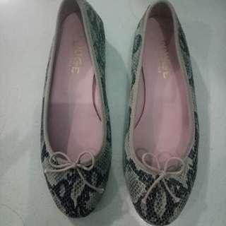 Rouge Shoes (tapak tahu)