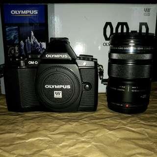 Olympus OMD EM5 MK I BLACK with 12 - 50 mm f3.5 - 6.3 EZ