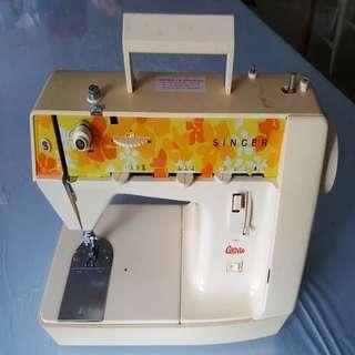 Vintage Singer genie 354 sewing machine (working)
