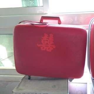 行李箱,古早大紅色迎取行禮箱