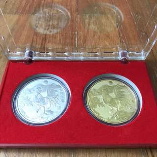 Horoscope souvenir coins - Gold and Silver coloured for Chicken symbol