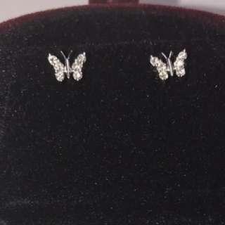 周大福鑽石耳環