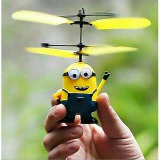 Minion mainan terbang