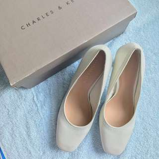 Charles & Keith, White Pumps – Size 37