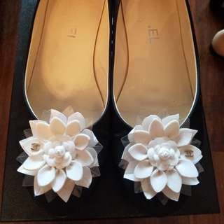 Chanel ballerina with white flower