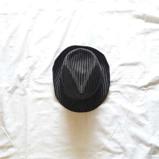 FEDORA BLACK CAP with white strips