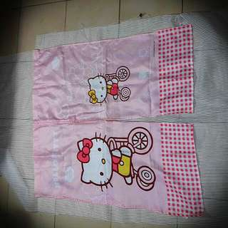 Hello Kitty 門簾, 160元含運。