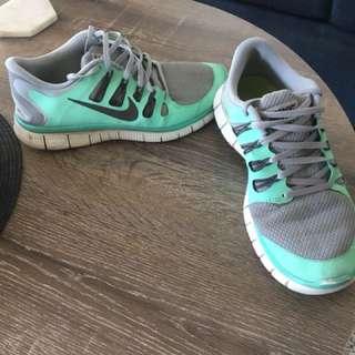 9.5 US Nike Free Run