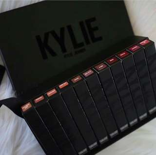 Kelly jenner black box lips set