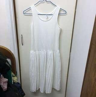 白色打底百摺裙