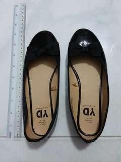 Black flats shoe