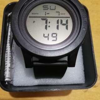 電子手錶一隻 有計時 鬧鐘功能 有防水功能