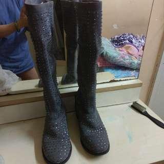 灰色猄皮水晶長靴