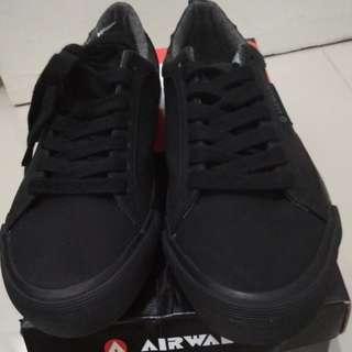Sepatu sekolah hitam Airwalk Jerome BNIB