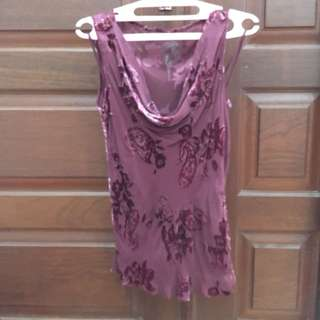 Woman tanktop purple maroon beludru